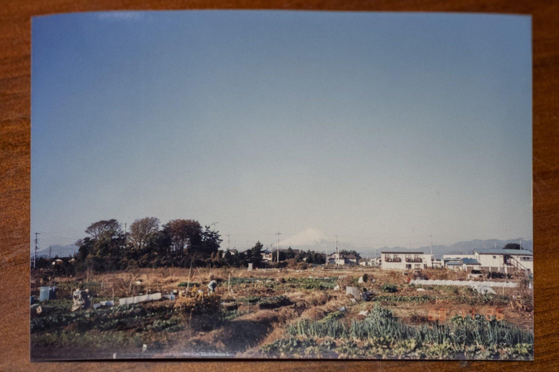 筆者が生まれ育った頃の香川の景色を写す写真が『香来閣』にあった。畑と沼しかなかったこの辺りも今では住宅が立ち並ぶ。