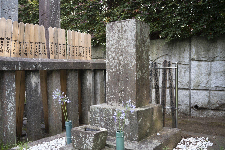 三橋勘重郎が処刑された後も、霊となって領主を苦しめたために供養碑が浄心寺にある。