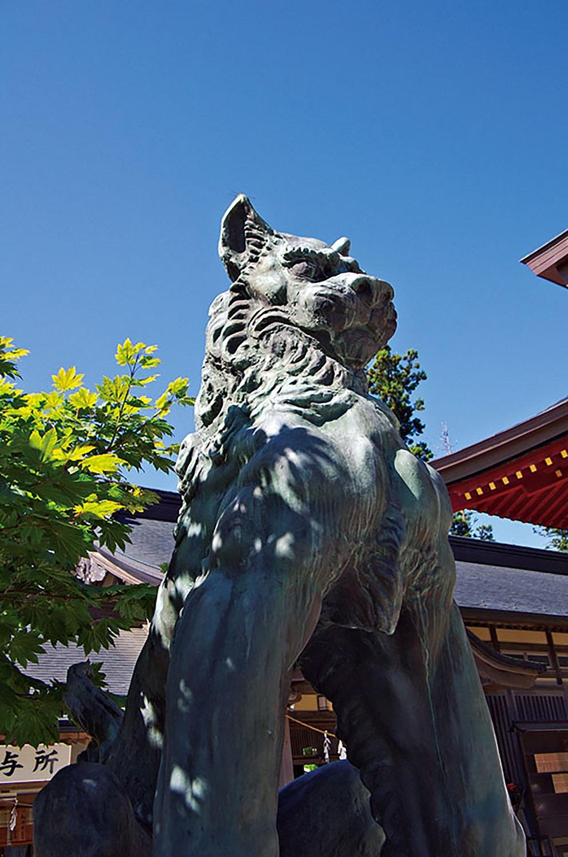 武蔵御嶽神社の狛狼。