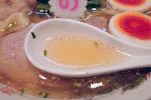 王子ラーメン_キング製麺_山椒ラーメンのスープ
