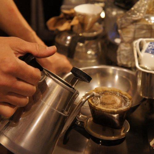 路地裏喫茶『あぶり珈琲』は、古くから川越の地元客に愛されるスペシャルティコーヒーの専門店