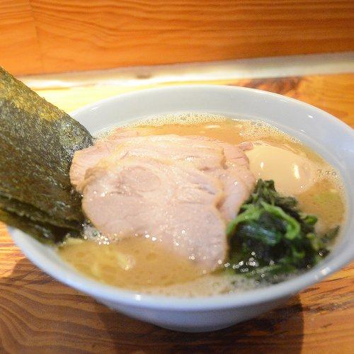 大井町『武蔵家』のトッピング爆盛りラーメンAREA51は「濃厚なのにマイルド」な味わいで老若男女を惹きつける