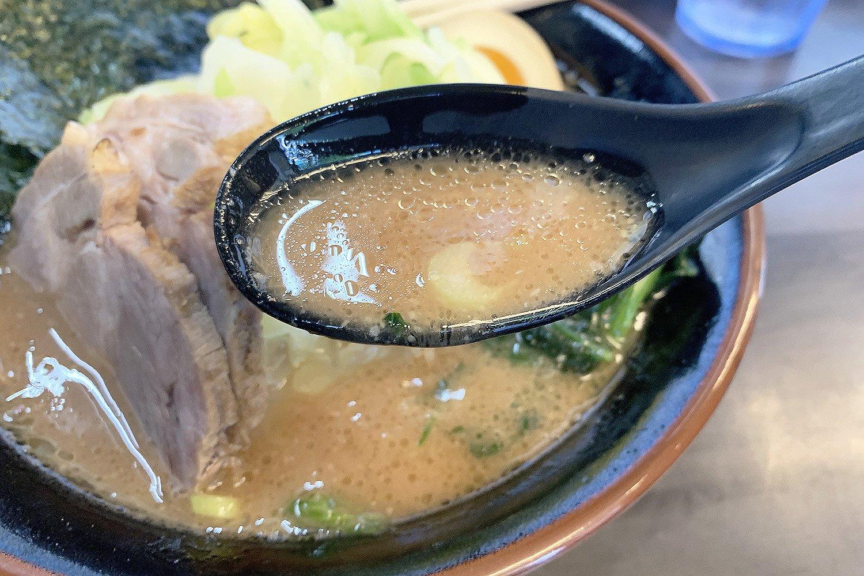 『武術家』の誇りとも言える超濃厚スープ。シンプルな材料からここまで奥深く濃厚な味わいが生まれるとは恐れ入る。