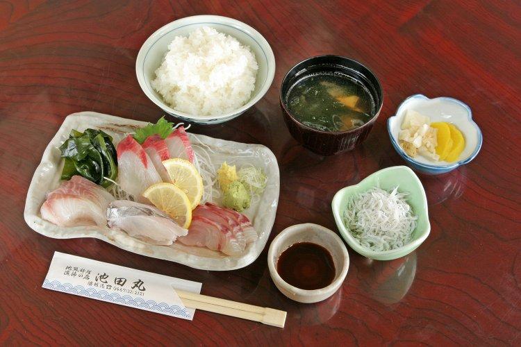 地魚料理 池田丸(じざかなりょうり いけだまる)