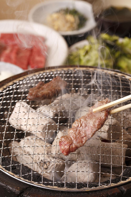 燔家ランチは1550円、ご飯はおかわり自由。