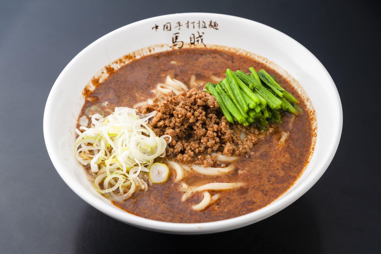 一番人気の担々麺950円は自家製ラー油と芝麻醤(チーマージャン)が使われ、コクのある味。