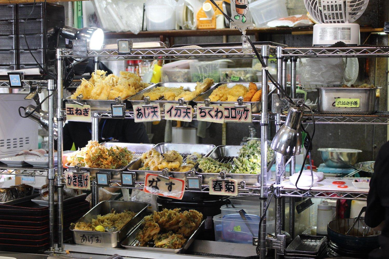 天ぷらはこまめに揚げられて、ほぼ揚げたてで食べられる。