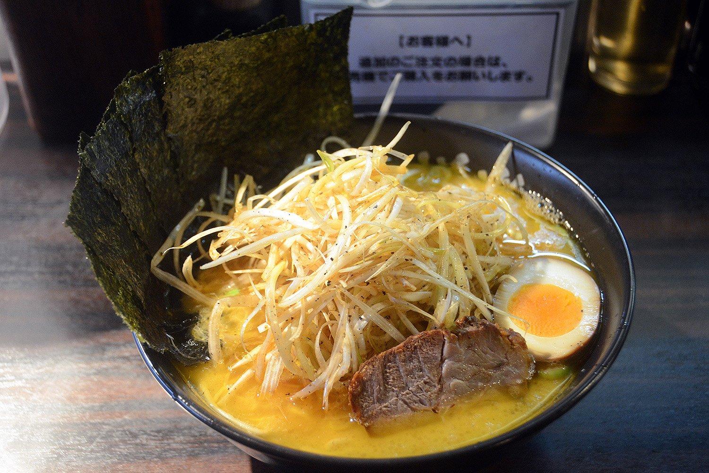 タップリのネギが嬉しい道楽ラーメン950円。