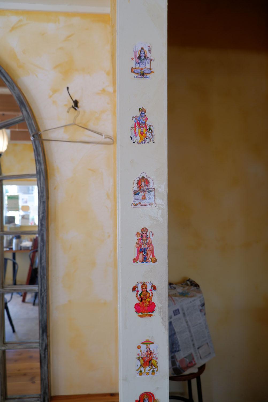 インドの女神が並ぶ一角。