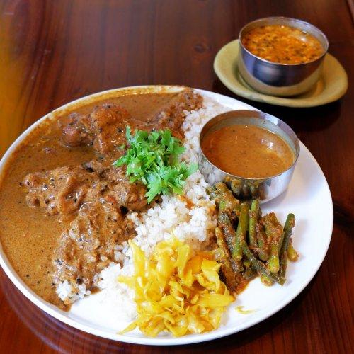 南インドのカレーをベースに諸国漫遊の一皿が味わえる。高円寺『かりい食堂』