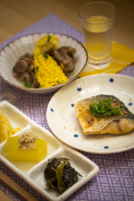 前菜、肉・魚料理、ご飯・汁が開演前から終演後に供される。