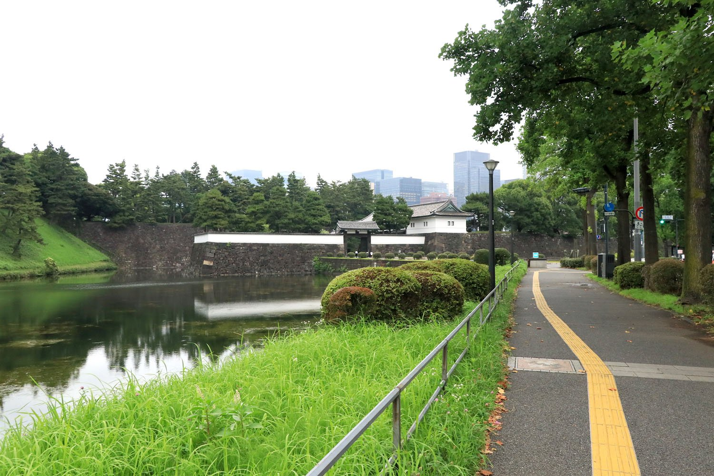 「襲撃現場」付近。桜田門南の辻から数10mほど西側。