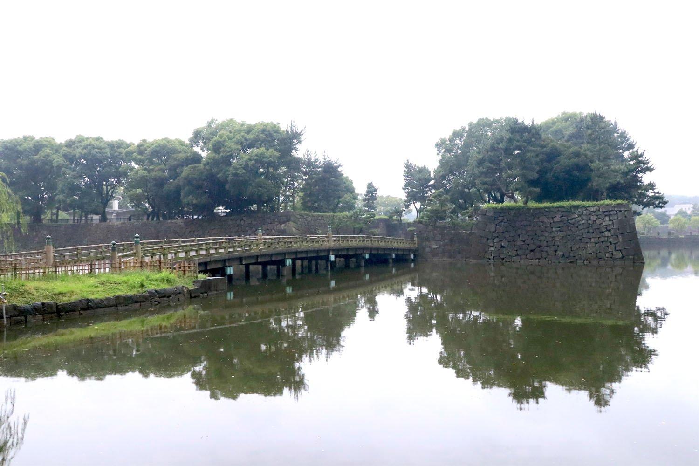橋の向こうにかつて和田倉門があった。