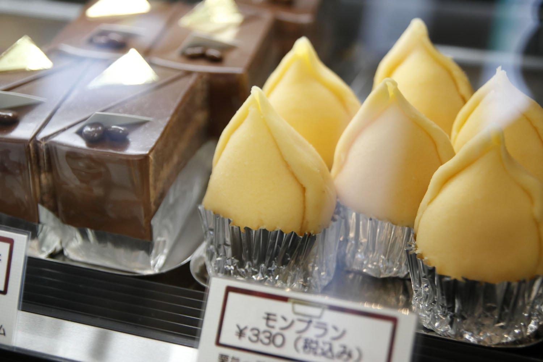 ロールケーキにマロンペーストをデコレートしたモンブラン350円もリピーターが多い。