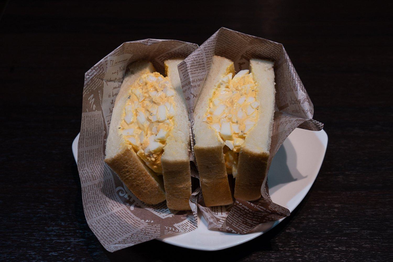 茨城県産奥久慈卵を使った特製たまごサンドは550円。お腹をすかせて挑みたい。
