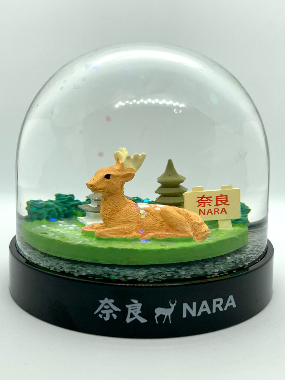 五重塔よりも鹿が前面に押し出された奈良スノードーム