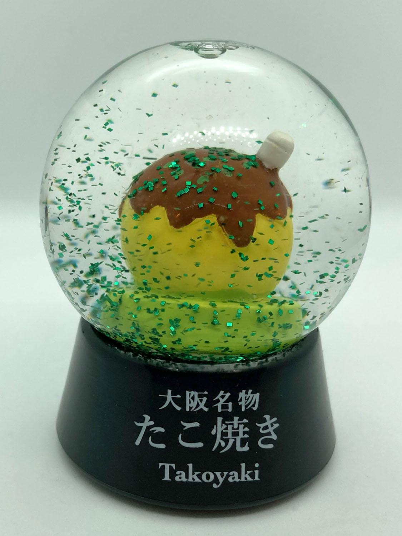 友人の大阪土産。降り注ぐのは雪ではなく青のりである