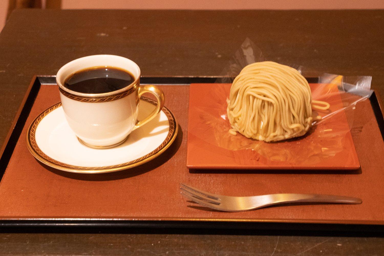 小布施堂モンブラン自慢のデミタスコーヒーとセットで提供されて1300円。テイクアウトなら単品で650円。