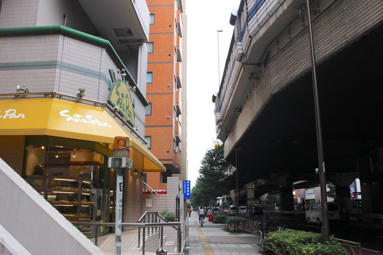 現在の玉川通り。商店がたくさんあった面影はない。