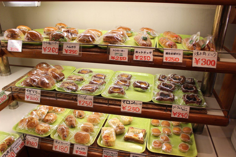 パンの多くは甘い系や総菜系。