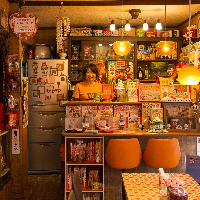 昭和に子供時代を過ごした人がピンとくるマンガ、雑貨がいっぱい。