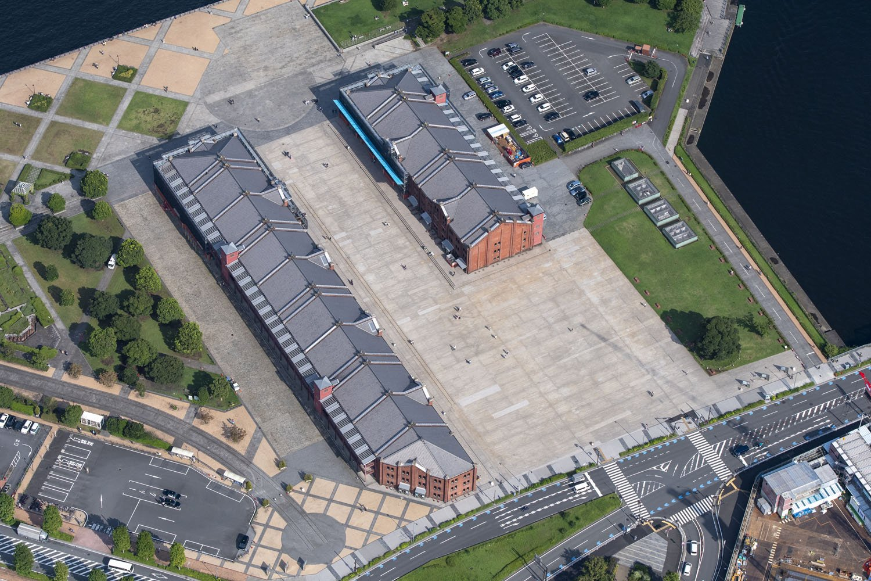 赤レンガ倉庫は左側の棟はテナントが入り右側は美術館などとなっている。『あぶない刑事』のエンディング曲が脳裏に流れてくる……。
