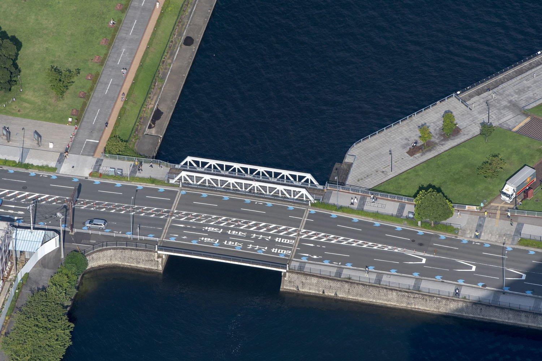 新港橋梁は日本製だ。汽車道にはアメリカとイギリスと日本の橋梁が同居している。