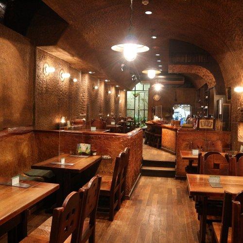 吉祥寺の地下空間に40年余り。老舗カフェ『COFFEE HALL くぐつ草』でひとときのタイムトリップ
