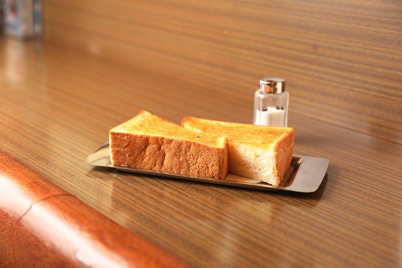 焼きすぎない柔らかな風味のトースト350円。
