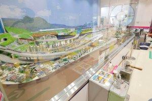 京王れーるランドHOゲージが走るパノラマ展示