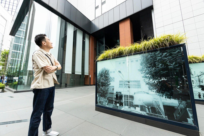 「この辺に交通博物館があったんですね、よく行きました。入り口にあった新幹線、今は大宮の鉄道博物館にいます」。