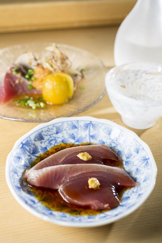 カツオなど、旬ならではの味に仕立てる。肴の予算は5000円ぐらいから。