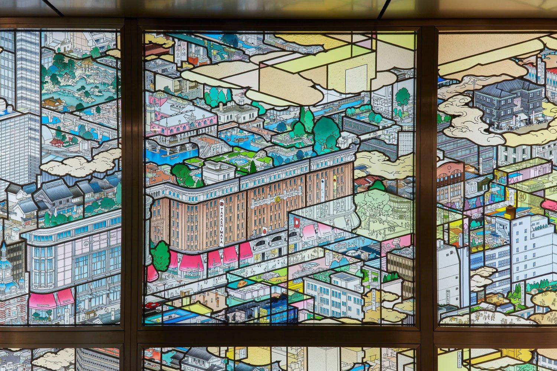 作品中の髙島屋は一見昔風だが建物も屋上庭園も実は現代の姿。
