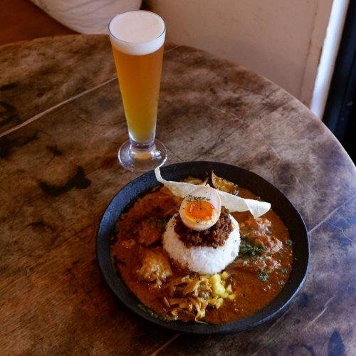 高円寺『アンドビール』で自家製クラフトビールと本格カレーを楽しもう。