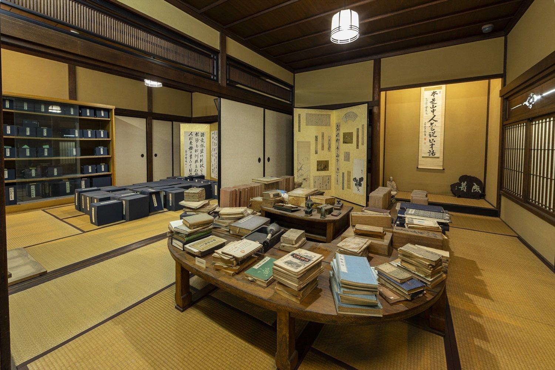 旧邸の書斎が復元保存されており、この部屋で全100巻に及ぶ『近世日本国民史』の多くが執筆された。
