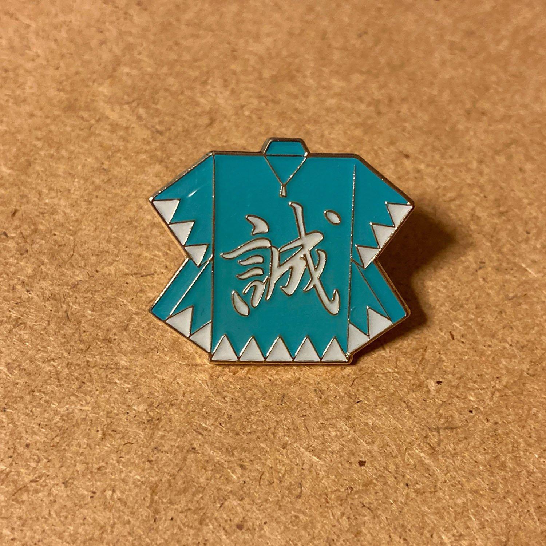 高幡不動で購入した新選組ピンバッジ。こちらもシンプルに羽織のみのデザイン